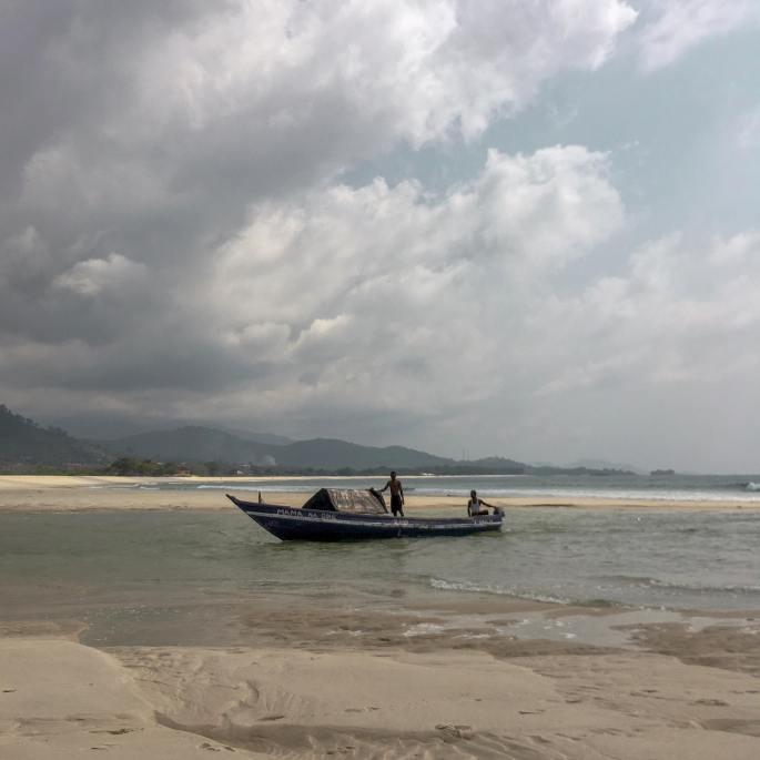 RiverNo2Beach_boat